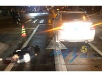 情侶深夜吵架賭氣躺路中間 女被撞飛男被輾斷腿