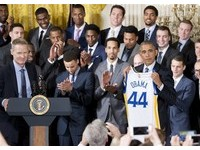NBA勇士隊入白宮 歐巴馬不斷酸柯瑞