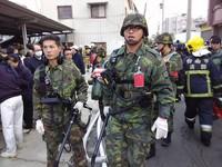 救援台南/國軍出動生命探測器 810名官兵投入救災