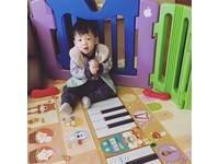 范瑋琪1歲雙兒拜年 飛飛「標準姿勢」如哆啦A夢萌翻