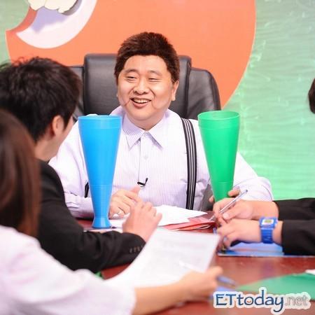甜心双主播吴依洁、李亚�`爆:《全民最大党》
