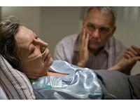 親人罹癌隱瞞到底? 醫:人生最後一哩路該由患者決定