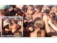 遊客搶拍照導致小河豚慘死 目擊網友出面反駁