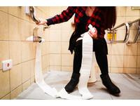 公廁馬桶髒鋪衛生紙有用? 「這裡」的細菌你才該擔心