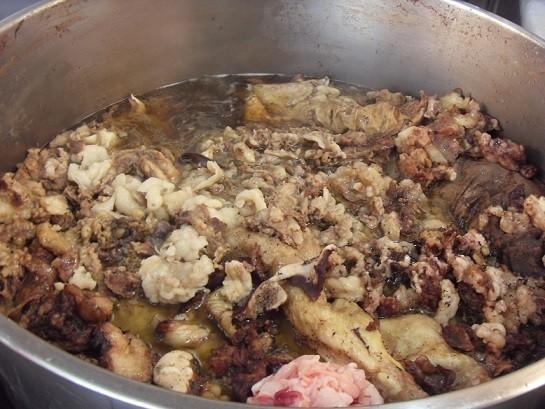 排到腿軟也非吃不可/當餐現宰、現點現切的溫體牛肉湯 ...