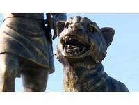 遊客脫序騎雲豹雕像 瑪家禮納里部落反感:侮辱文化