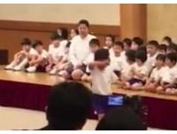 小男孩挑戰跳箱4次都不成功 同學們的舉動感動百萬人