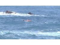 基隆外木山風浪大!釣客落海 消防員驚險救援