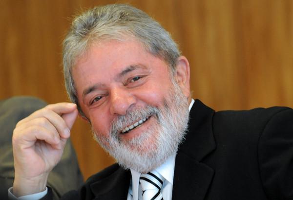 ▲巴西前總統魯拉疑似涉貪,住處遭警方搜索,並被強制帶回警局問話。(圖/翻攝自網路)