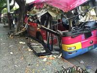 銘傳大學前驚傳公車撞路樹!車體變形 4名乘客受傷
