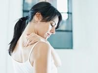 五十肩痛到連內衣都扣不起來 醫生 : 年輕人也會罹患