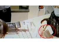 菜刀搶銀樓警到場前都沒逃 25歲女搶匪:我沒經驗啊!