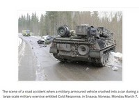 北約軍演挪威裝甲車壓爛小轎車 倒楣司機當場死亡