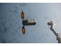 NASA宇宙中燒「天鵝座」 首度大型「太空船火災實驗」