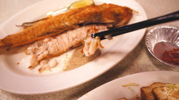 內湖人氣宵夜場!古早味担仔麵、金黃外皮酥酥脆脆馬頭魚