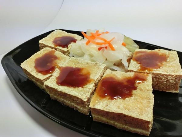 外文秘書改行賣臭豆腐 正妹老闆娘:就是要做不一樣的_02
