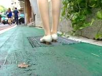 永康商圈新陷阱 排水溝蓋變人行道跟鞋易卡洞