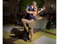 恐攻擺一邊 歐巴馬訪阿根廷 跟女舞者3貼跳探戈