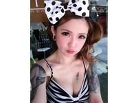 馬來西亞美女刺青師Kinki Ryusaki身材火辣,臉鑽酒窩洞秀甜美笑容。(圖/取自網路)