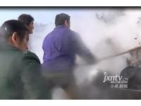 貨車起火村民打劫 消防員滅火竟被嗆「再噴水打死你」