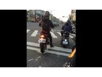 別讓女友不開心 檔車騎士車牌遭黏「用過的衛生棉」
