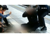 北捷車廂牛排刀砍警 辯護律師:若真要殺人就會攻擊胸
