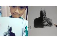 萌弟抿嘴曬蝙蝠俠手繪圖「我今年15歲,將來想當畫家!」