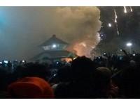 印度寺廟辦慶典煙火亂飛 引燃爆竹煙火至少80死200傷