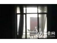 課桌當「床笫」 大學生教室「春宮」全被隔棟同學偷錄