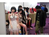 水菜麗成人展「獻乳」 上海禁過度裸露只好靠「經驗」