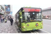 尖峰時間大型公車搭載量低 柯文哲:離峰時間改中巴營運