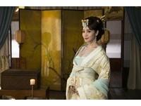 【廣編】侯佩岑化身「侯媚娘」賣內衣 古裝造型美翻