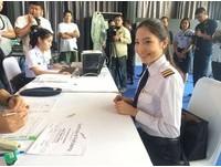 泰國空軍首度招考女飛行員 23歲正妹一畢業就來搶頭香