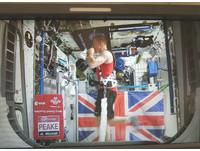 離地400公里跑馬拉松 英國太空人邊用iPad邊跑破紀錄