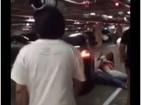 搶COSTCO車位竟勒人脖子 女淒厲哭打:她快沒氣了啦!