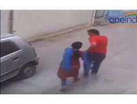 可怕!光天化日下 印度女在大街遭擄走輪暴