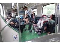 父母累癱睡著!列車長默默顧嬰兒車 網讚爆:無敵暖男