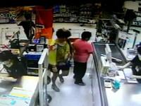 花衣婦包包實在「太鼓」 商店員工起疑心報警抓人