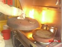 油鍋燒起來 員工緊急「用水滅火」差點毀了烤鴨店