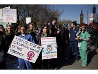 「被逼到牆角」的反擊 英國8成初級醫師大罷工
