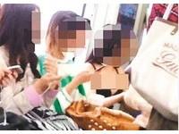 重慶女地鐵脫衣露黑bra 豪放喬奶嚇死乘客啦