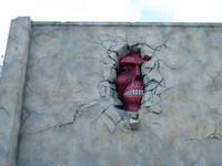 神秘「壁之巨人」網友神推測塞牆姿勢應該有以下幾款