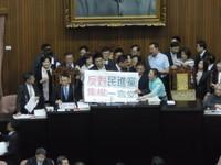 藍綠立場互換!國民黨首次攻佔主席台 黃國昌嘆充滿荒謬