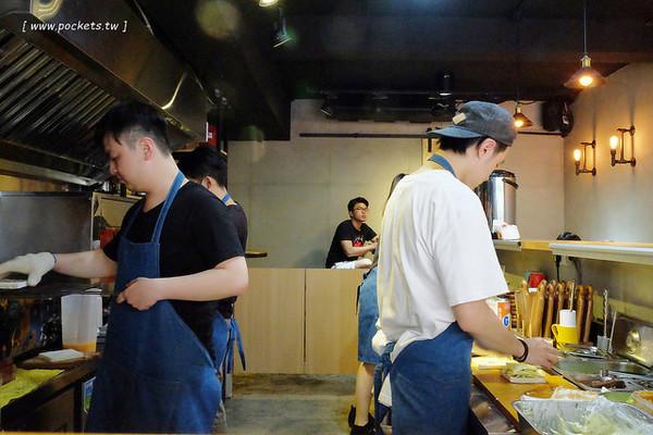 台北新開幕「碳烤吐司」店!軟嫩多汁的味噌雞腿總匯