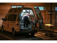 嫌救護車吵故意停車擋路 他還拍車問:真的有病患嗎?