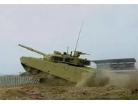 VT-4坦克赴泰國測試? 可跨越5米深水障和2.7米寬壕溝