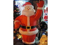 飾品小禮2折起 長安西路化身聖誕街