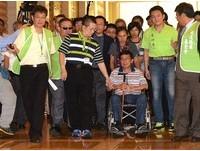 陳水扁手抖掛尿袋:國家沒了個人自由沒意義