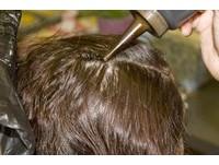 當美髮師11年竟不孕?美研究:美髮師卵巢早衰風險高