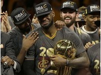 NBA決賽回顧/詹皇驚天追魂鍋、厄文致命三分 騎士逆轉奪冠